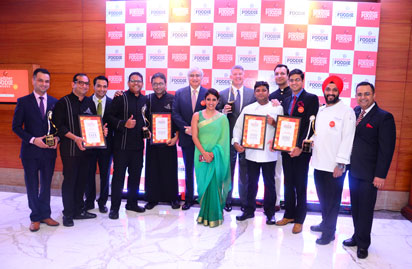 Mr. Rajiv Kaul, President-The Leela Palaces, Hotel & Resorts (centre) with Michel Koopman, General Manager & Nidhi Verma, Head - PR & Marcomm The Leela Ambience Gurugram with the winners of The Leela